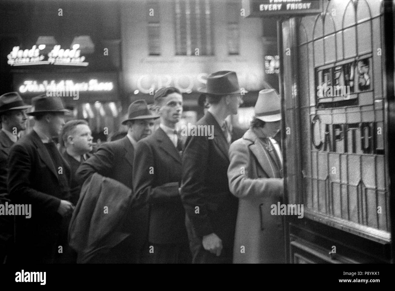 People Waiting in Line for Tickets, Loew's Capital Motion Picture, Theatre, Washington DC, USA, David Myers, Farm Security Administration, 1939 - Stock Image