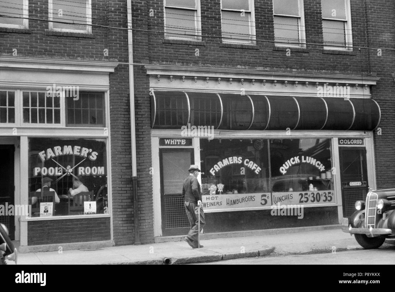 Café with Two Entrances Marked 'White' and 'Colored', Durham, North Carolina, USA, Jack Delano, Office of War Information, May 1940 - Stock Image