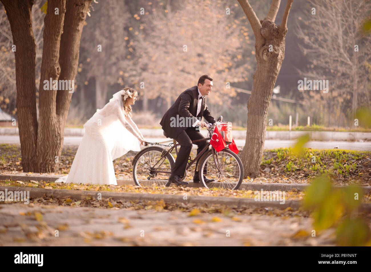 Wedding Bride And Groom Bridegroom Funny Wedding Photo Love Marriage
