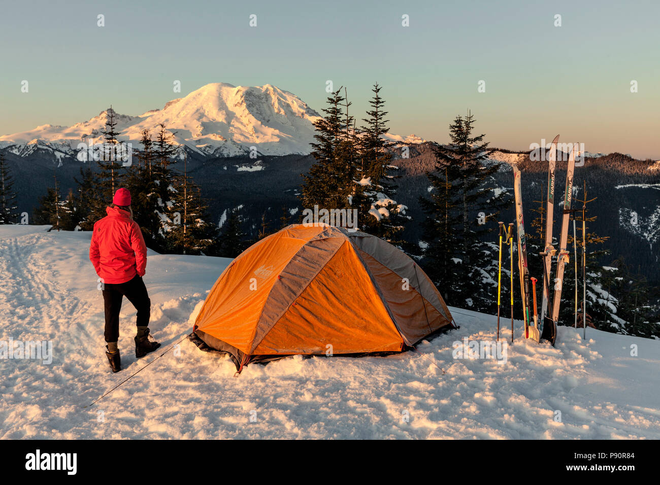 WA14516-00...WASHINGTON - Winter campsite on Suntop Mountain in the Baker-Snoqualmie National Forest. - Stock Image