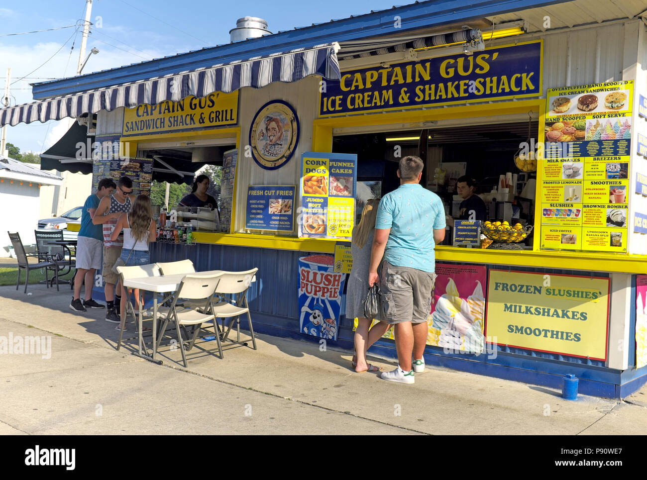Captain Gus' Ice Cream and Shake Shack in the summer resort town of Geneva-on-the-Lake ordering and cooling off during the hot Northeast Ohio summer. - Stock Image