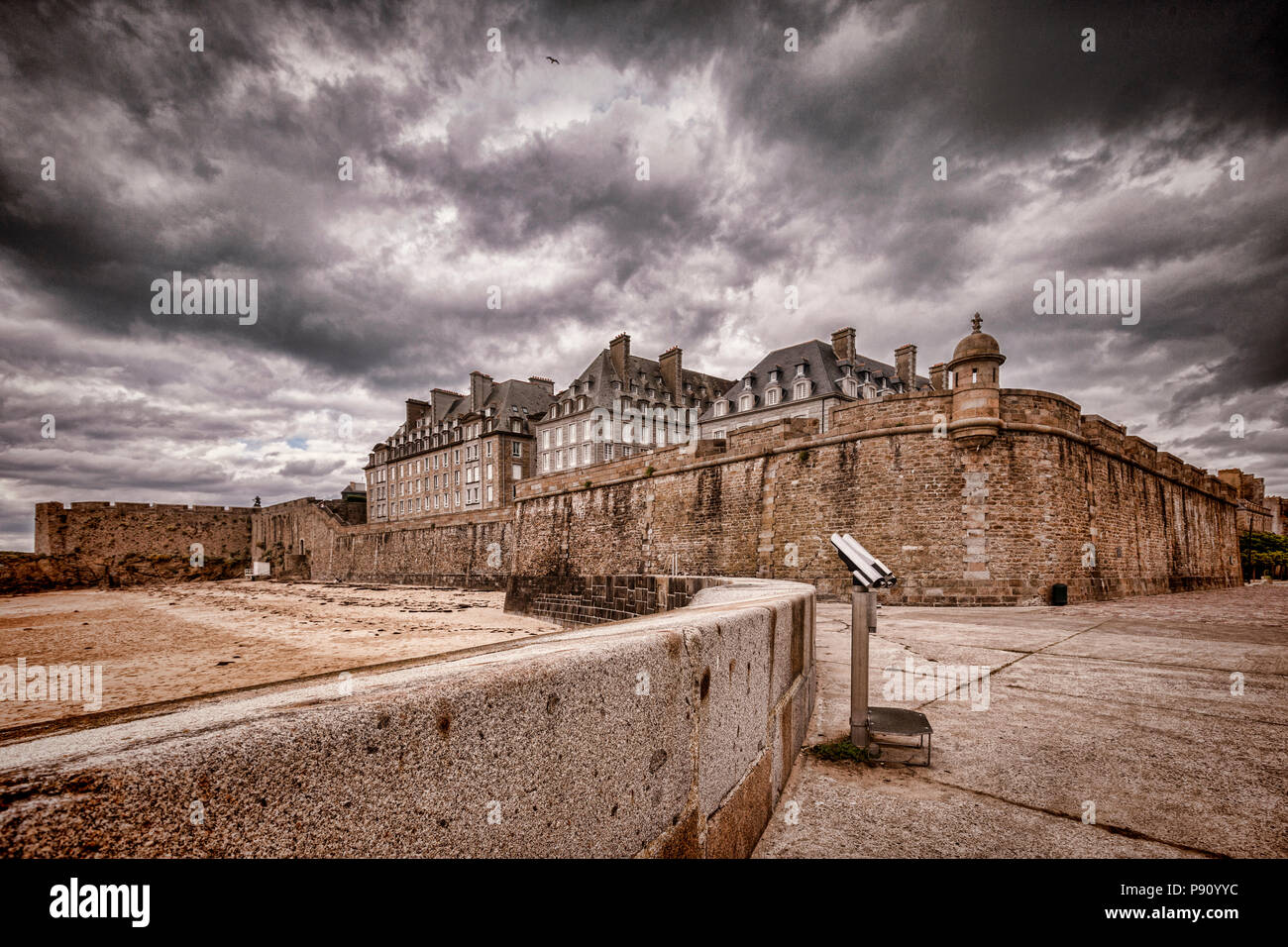 The old town and ramparts of Saint-Malo. - Stock Image