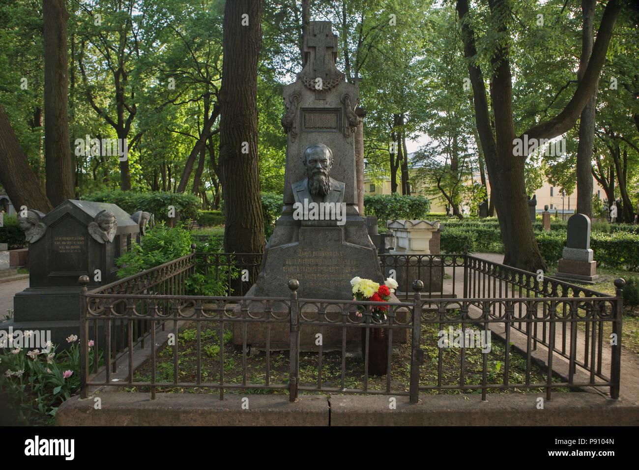 Grave of Russian novelist Fyodor Dostoevsky at Tikhvinskoye Cemetery of the Alexander Nevsky Monastery in Saint Petersburg, Russia. - Stock Image