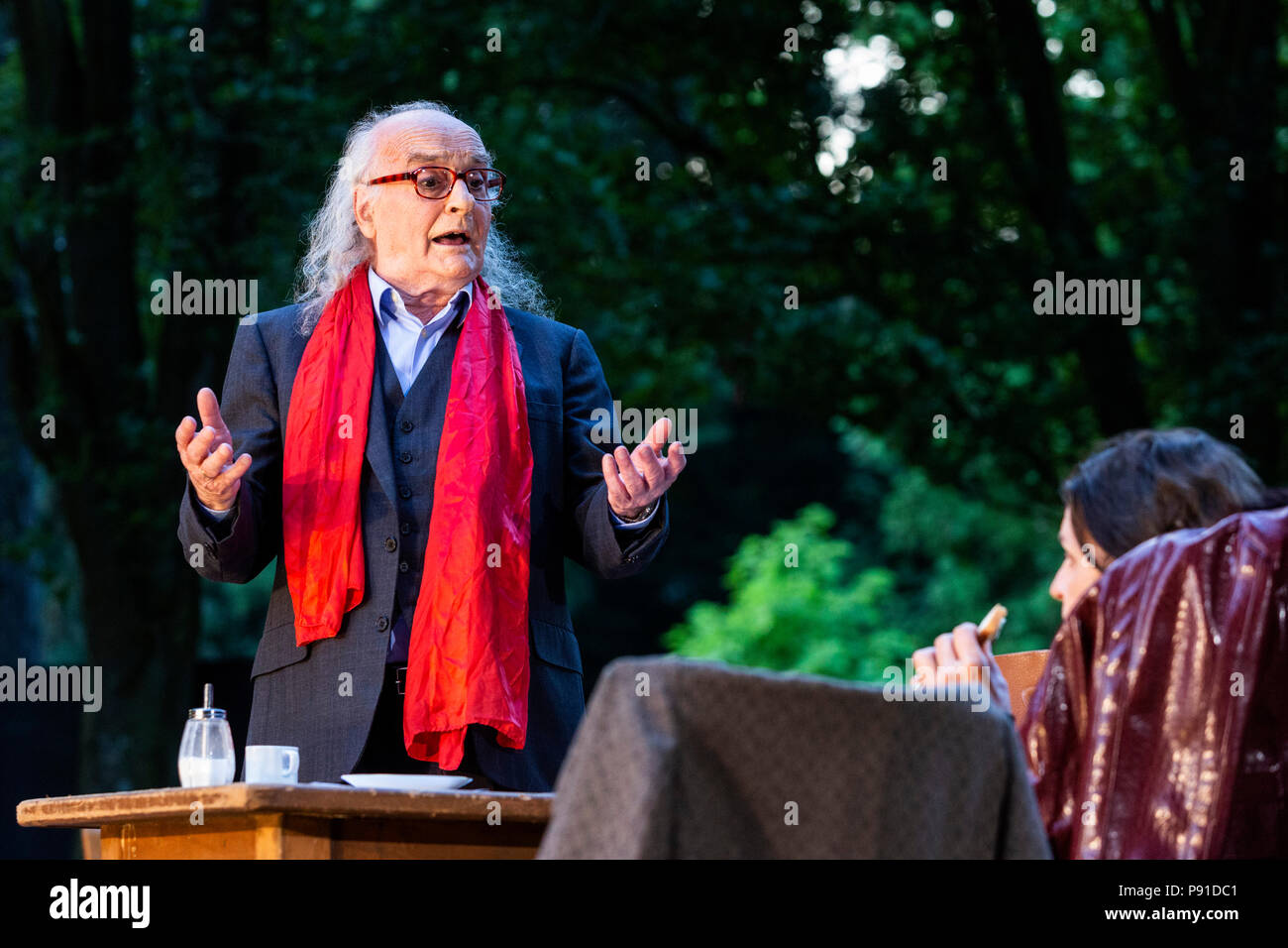 Mülheim an der Ruhr, Germany. 13 July 2018. Roberto Ciulli performing. Theater an der Ruhr perform The Art of Comedy by Eduardo de Filippo during the 2018 Weiße Nächte season, a series of free open-air performances at Raffelbergpark. Photo: Bettina Strenske/Alamy Live News - Stock Image