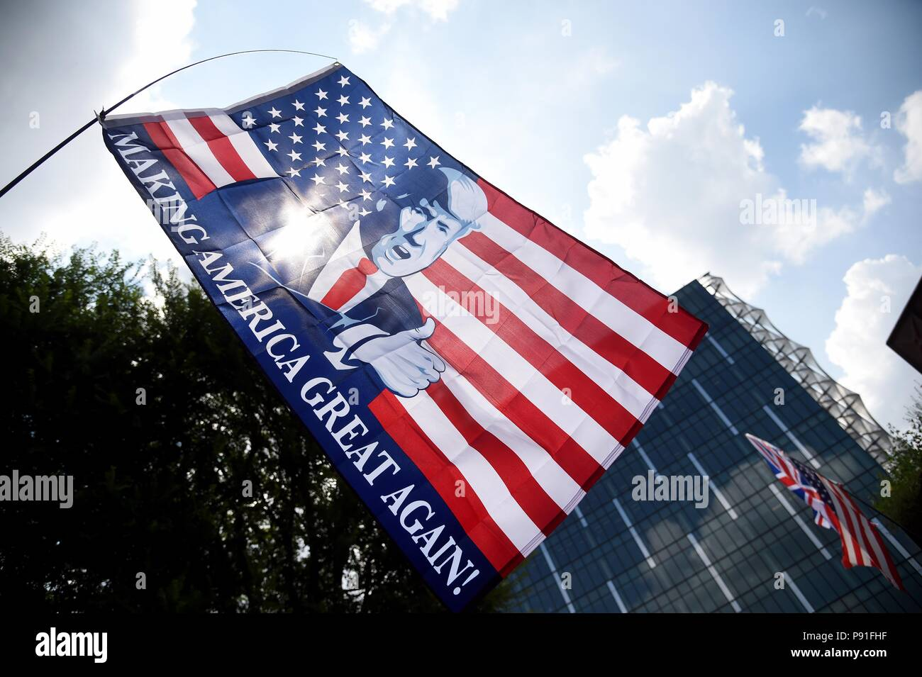 Pro-Donald Trump Rally, US Embassy, London, UK Credit: Finnbarr Webster/Alamy Live News - Stock Image