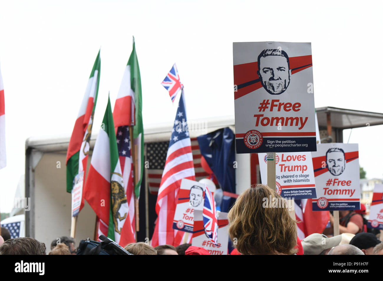 London, UK, 14 July 2018. Pro-Trump rally to Welcoming Trump to London Rally - Make Britain Great Again outside US Embassy, London, UK. July 14 2018. Credit: Picture Capital/Alamy Live News - Stock Image