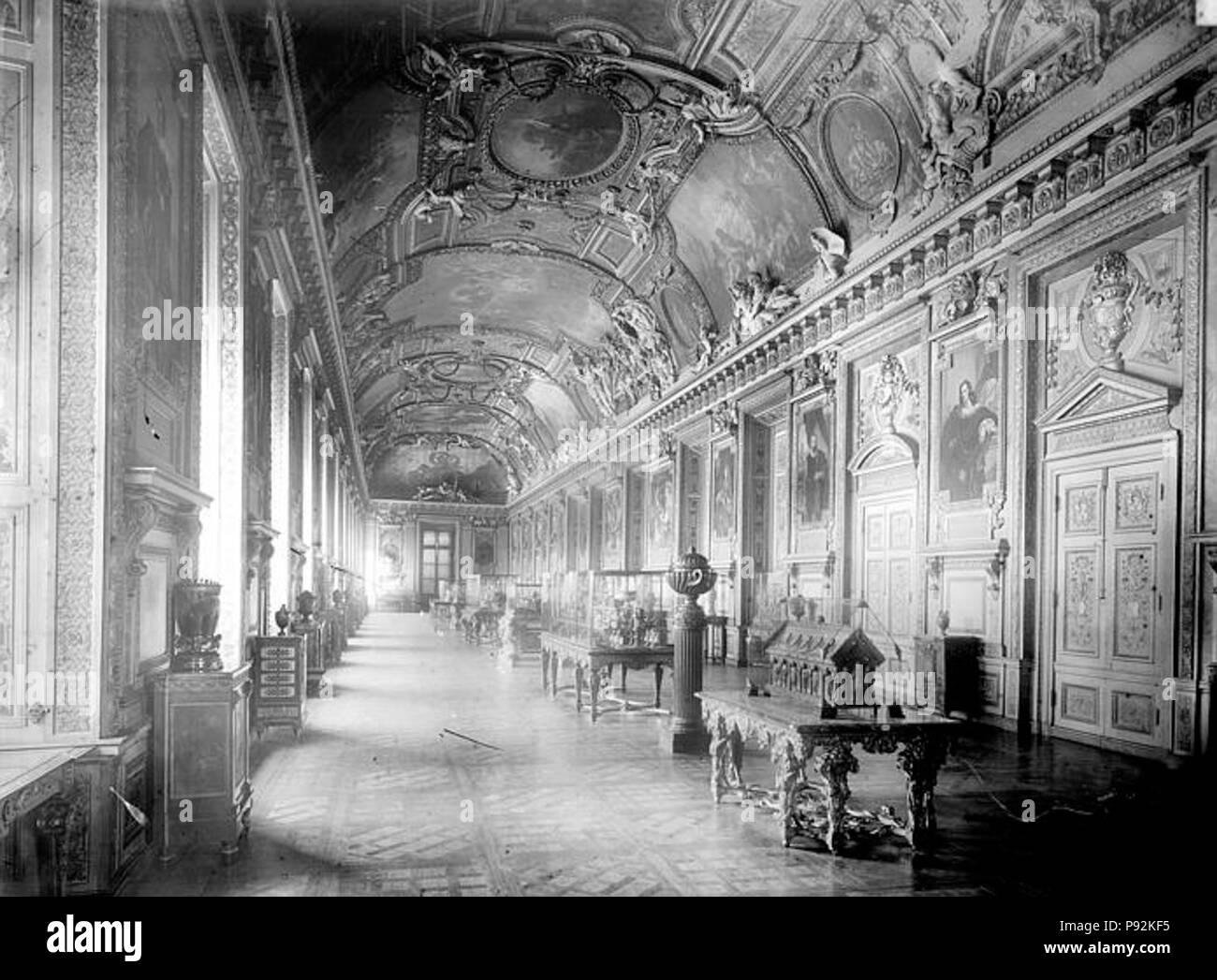 445 Palais du Louvre - Galerie d'Apollon, Vue d'ensemble - Paris 01 - Médiathèque de l'architecture et du patrimoine - APMH00017275 - Stock Image