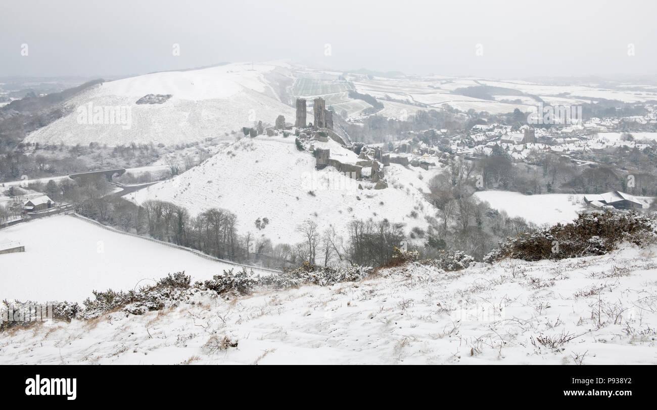 Corfe Castle in the Snow. - Stock Image