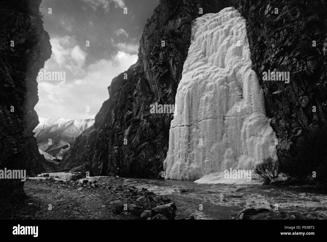 ICE FALL in the river gorge leading to the TERDROM NUNNERY - CENTRAL TIBET - Stock Image