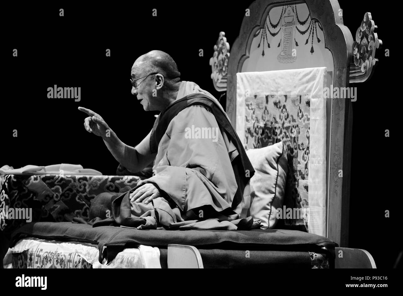 The14th DALAI LAMA teaches ATISHAS LAMP FOR THE PATH TO ENLIGHTENMENT in October 2007 sponsored by KUMBUM CHAMTSE LING & the TIBETAN CULTURAL CENTER,  Stock Photo