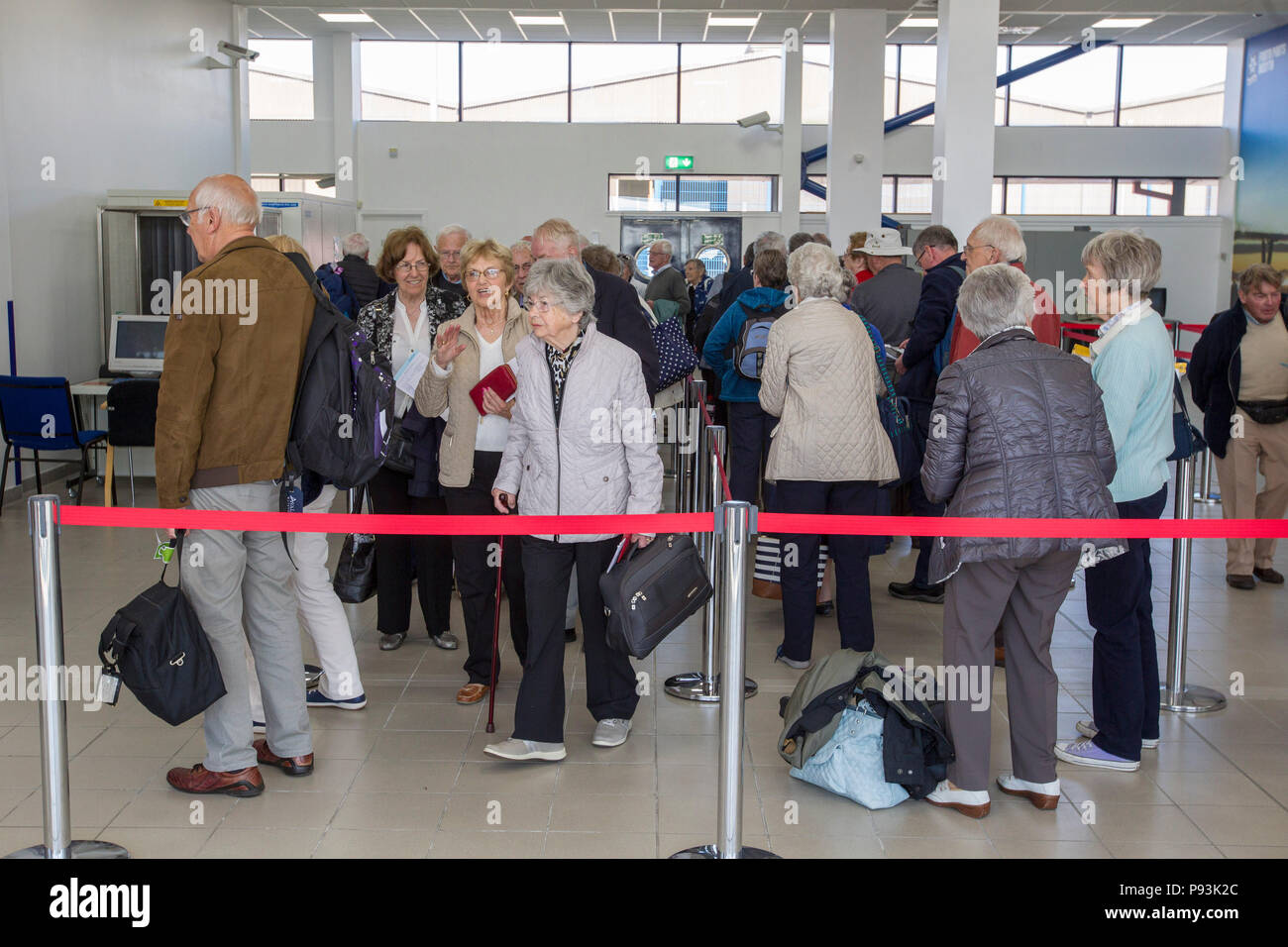 Elderly people queuing for cruise ship - Stock Image