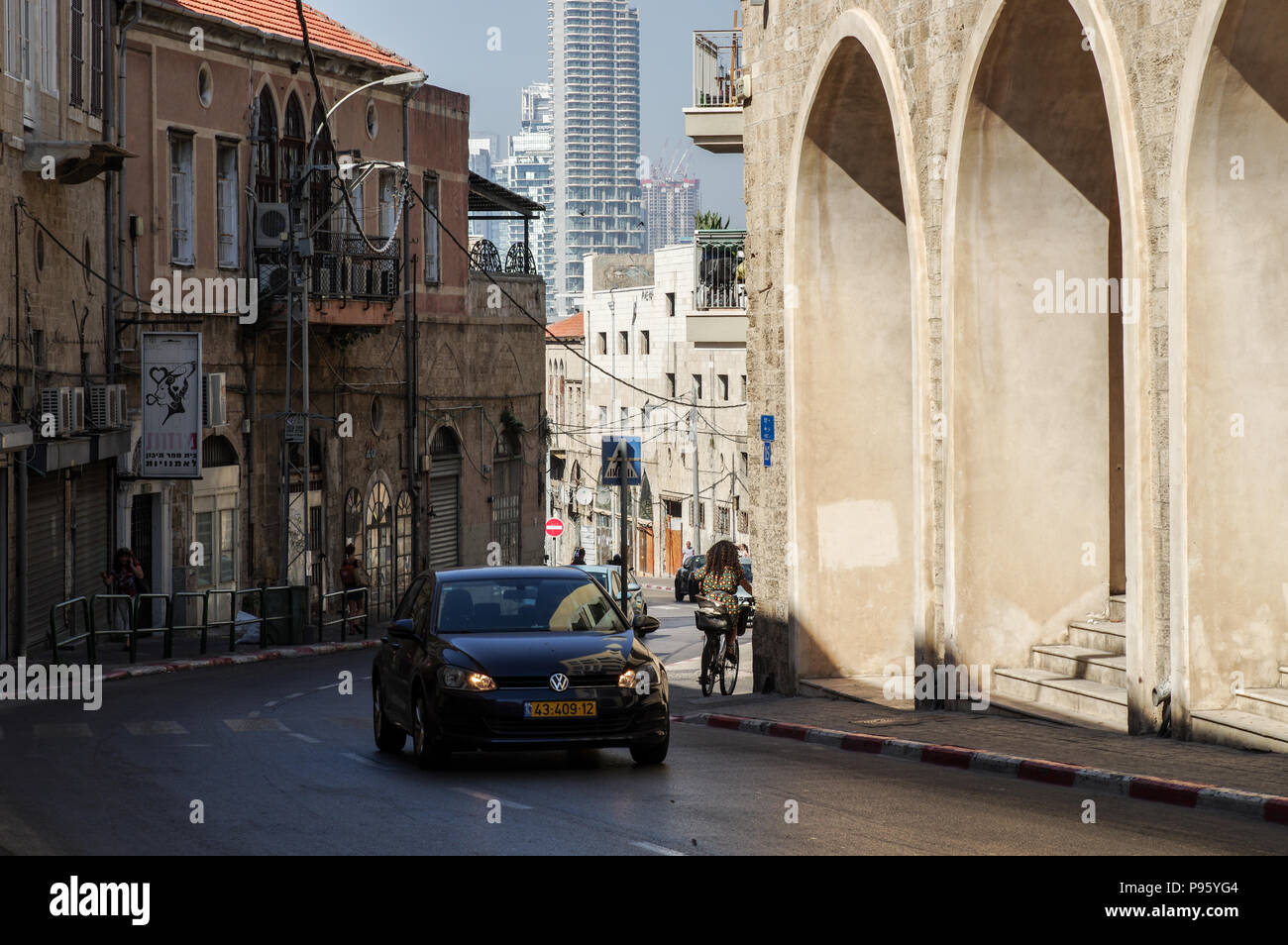 Charming contrast of the old town Jaffa and the modern skyline of Tel Aviv in the background - Tel Aviv, Israel - Stock Image
