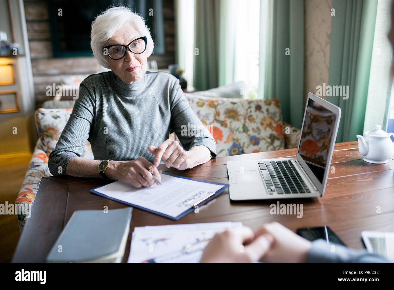Senior female leader at meeting - Stock Image