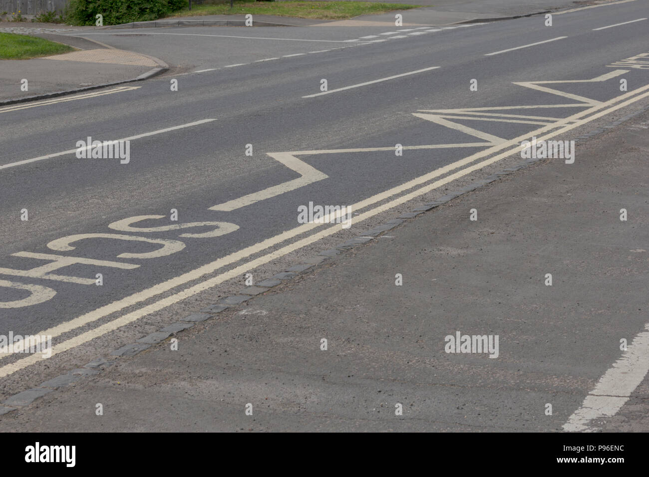 Road Markings in Carterton, Oxfordshire UK. 13th May 2018. UK Weather: Give Way signs in Carterton West Oxfordshire,  on the streets of Oxfordshire. - Stock Image