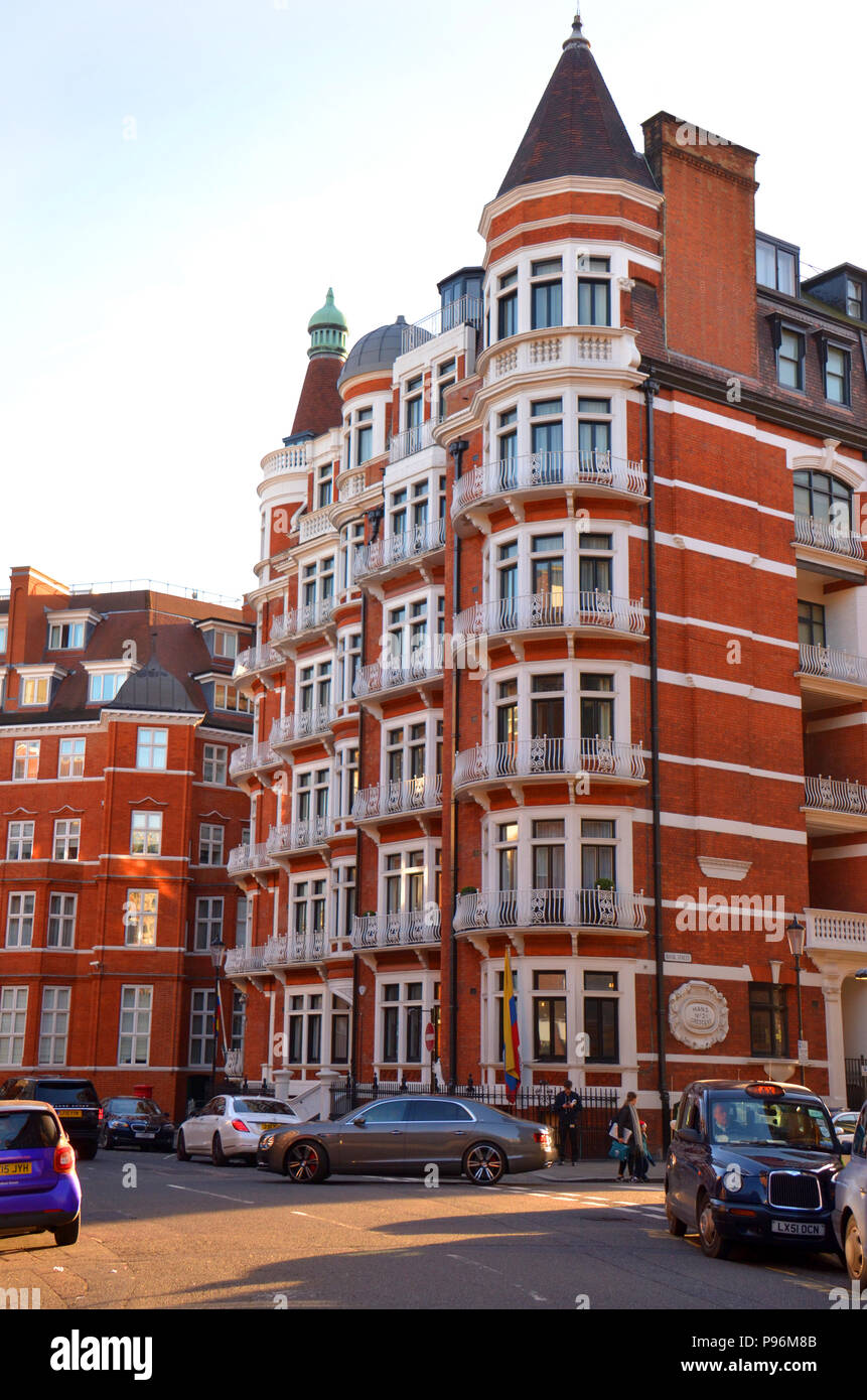 An attractive block of apartments here in the heart of London, England - Stock Image