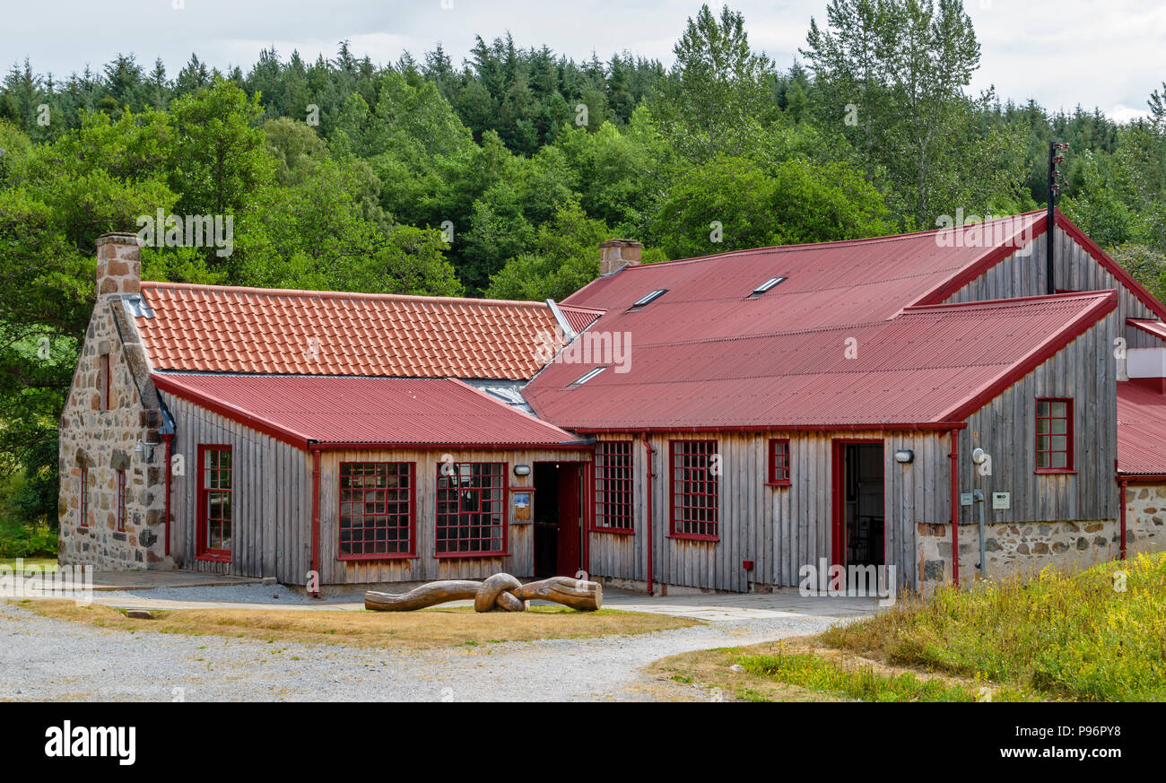 TRADITIONAL OLD WOOL MILL KNOCKANDO MORAY SCOTLAND THE RENOVATED WOODEN BUILDINGS OF THE MILL - Stock Image