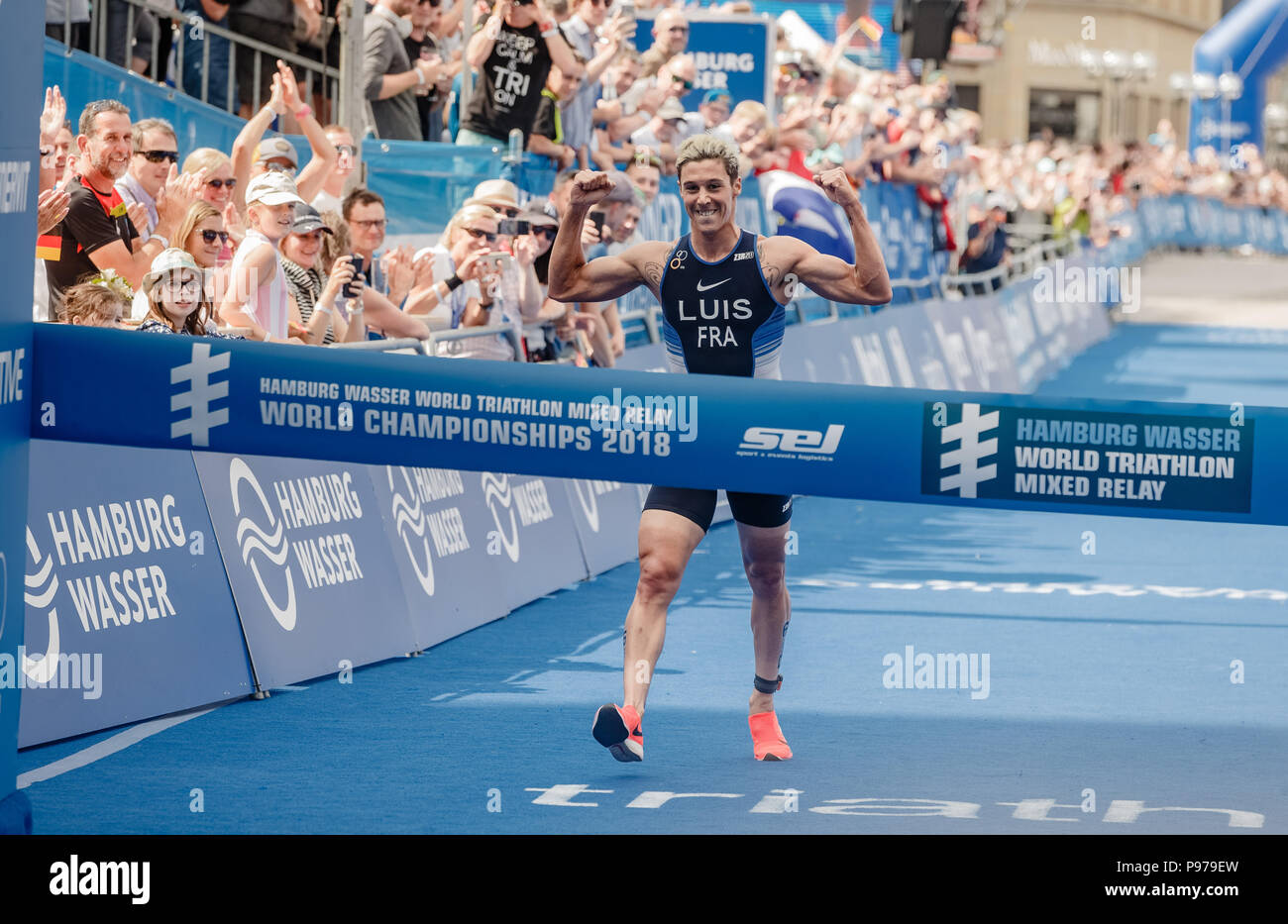 Hamburg, Germany. 15th July, 2018. Vincent Louis of France crosses the finish line first during the Mixed Relay World Championships. Credit: Markus Scholz/dpa/Alamy Live News - Stock Image