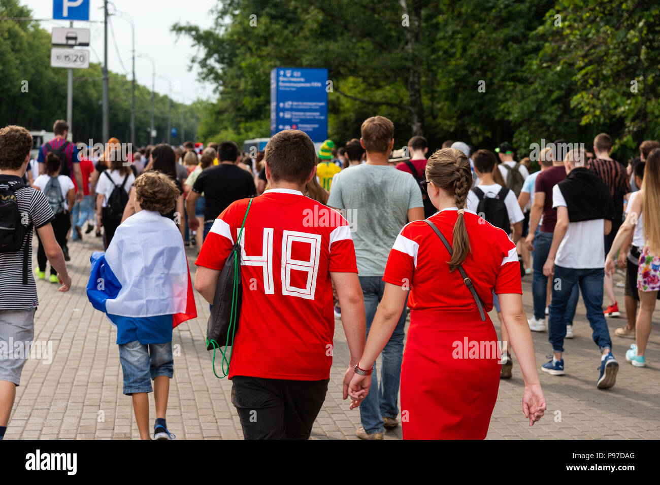Moscow, Russia. 15th July, 2018. FIFA World Cup France-Croatia final. Fan festival area on Sparrow Hills by Moscow State University. Area's capacity of 25000 people was exceeded manifold. There is barely room to move. Thunderstorm weather. People go to the fan area to watch the game on large TV screens for free and to be social. Credit: Alex's Pictures/Alamy Live News Stock Photo