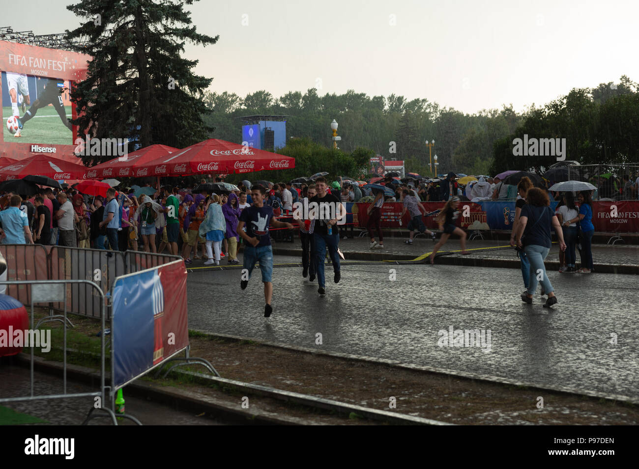 Moscow, Russia. 15th July, 2018. FIFA World Cup France-Croatia final. Fan festival area on Sparrow Hills by the Moscow State University. Area's capacity of 25000 people was exceeded manifold. There is barely room to move. Thunderstorm weather. Finally rain starts. But it cannot suppress the enthusiasm and passion of football fans. Credit: Alex's Pictures/Alamy Live News Stock Photo