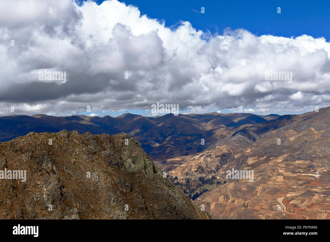 View to the horizon from the heights of Muruhuay in Tarma - Stock Image