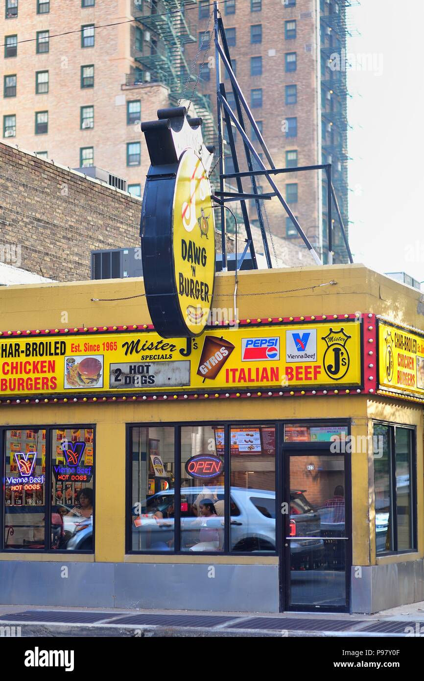 Chicago, Illinois, USA. A hot dog stand and fast food diner near Rush Street. - Stock Image