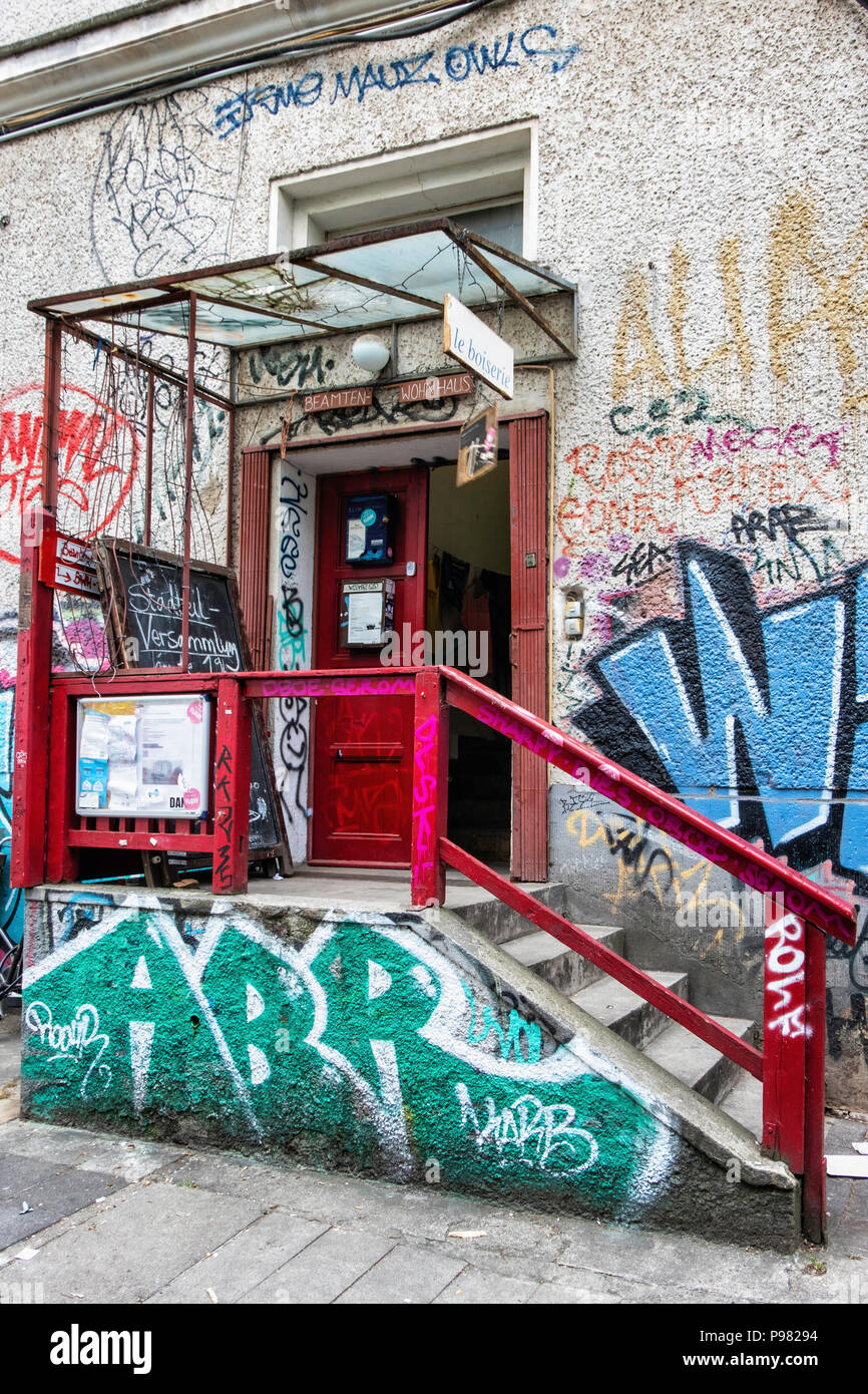 Berlin, Friedrichshain, RAW Gelände,BWH Haus 2. Former civil servants' residence now houses studios, an exhibition space and the office of RAW // cc.  - Stock Image