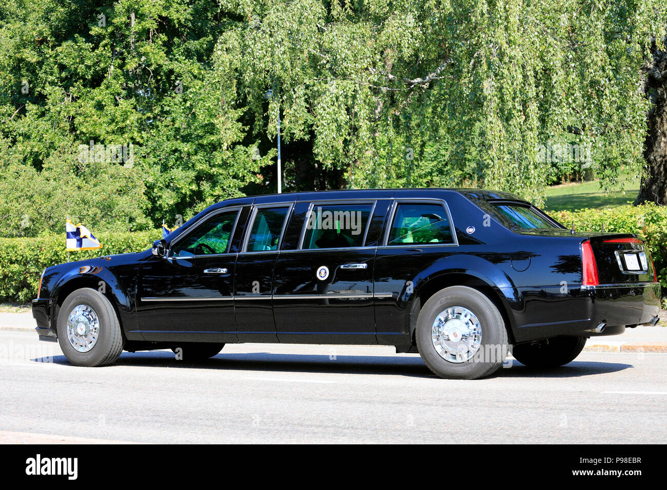 Helsinki, Finland. July 16, 2018. The motorcade of US President Donald Trump and First Lady Melania Trump passes along Ramsaynranta ahead of US and Russian Presidents' historic meeting. First Lady Melania Trump waves to the crowd. Credit: Taina Sohlman/Alamy Live News Stock Photo