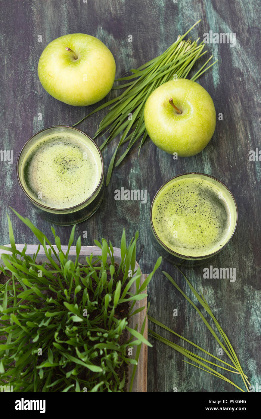 Detox. Fresh drink made from wheat grass and green apple - Stock Image