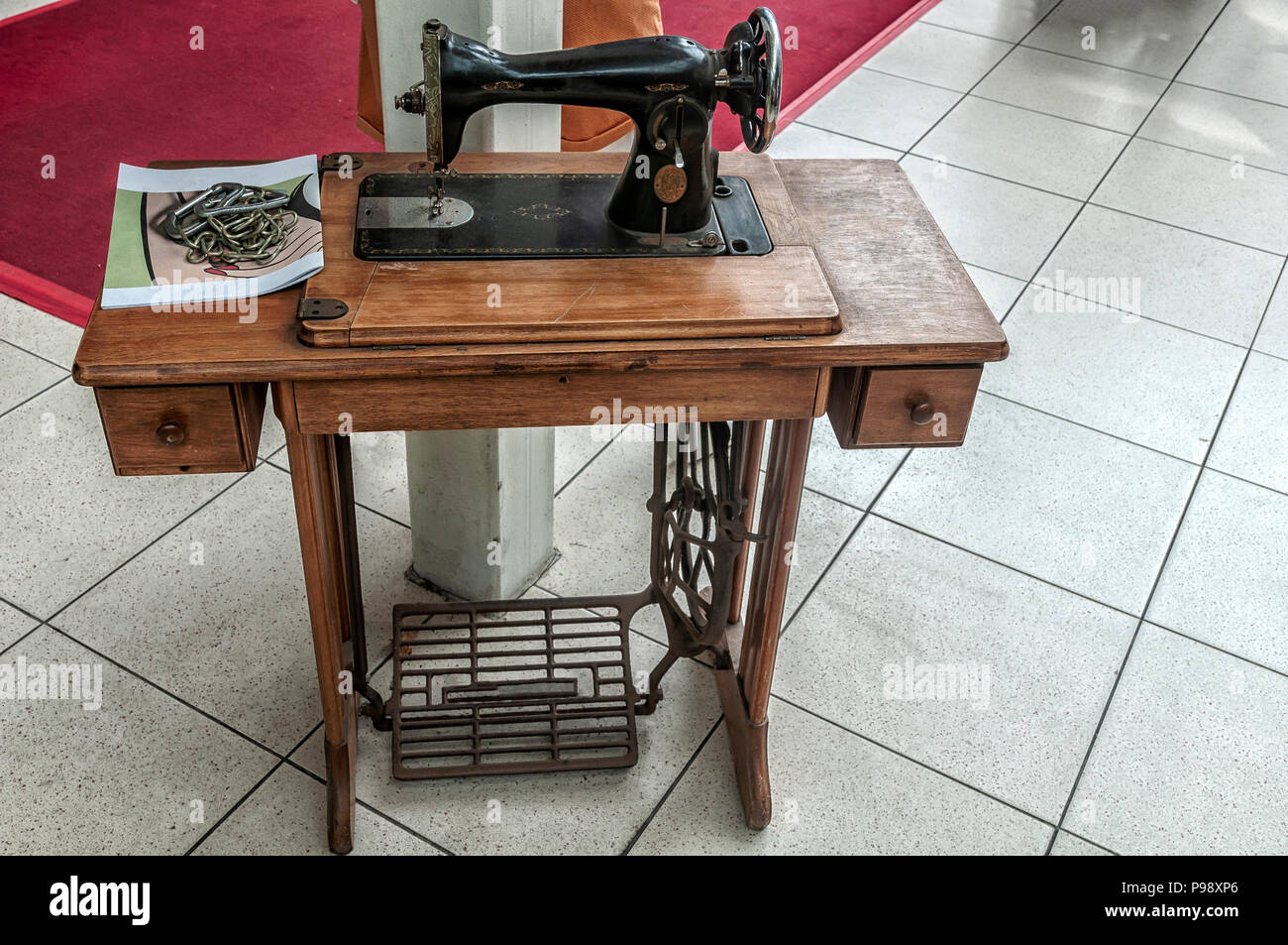 Incredible Old Singer Sewing Machine Stock Photos Old Singer Sewing Home Interior And Landscaping Spoatsignezvosmurscom
