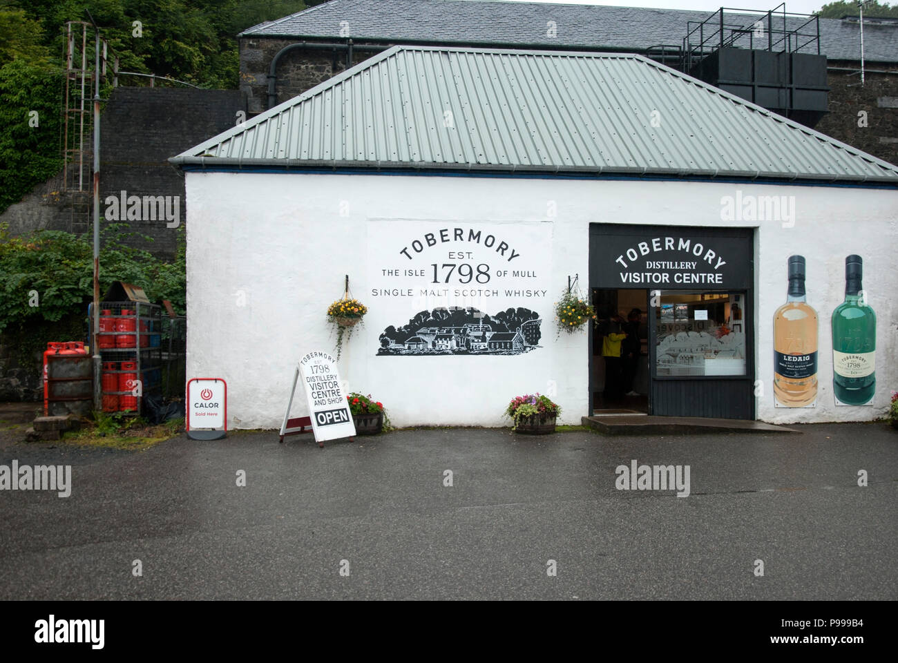 Tobermory Island Single Malt Whisky Distillery Isle of Mull Scotland exterior view of white painted premises building and entrance to 1798 tobermory d Stock Photo