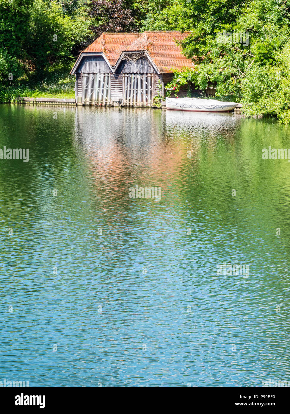 Boat House, Hambleden Lock and Weir, River Thames, Berkshire, England, UK, GB. - Stock Image