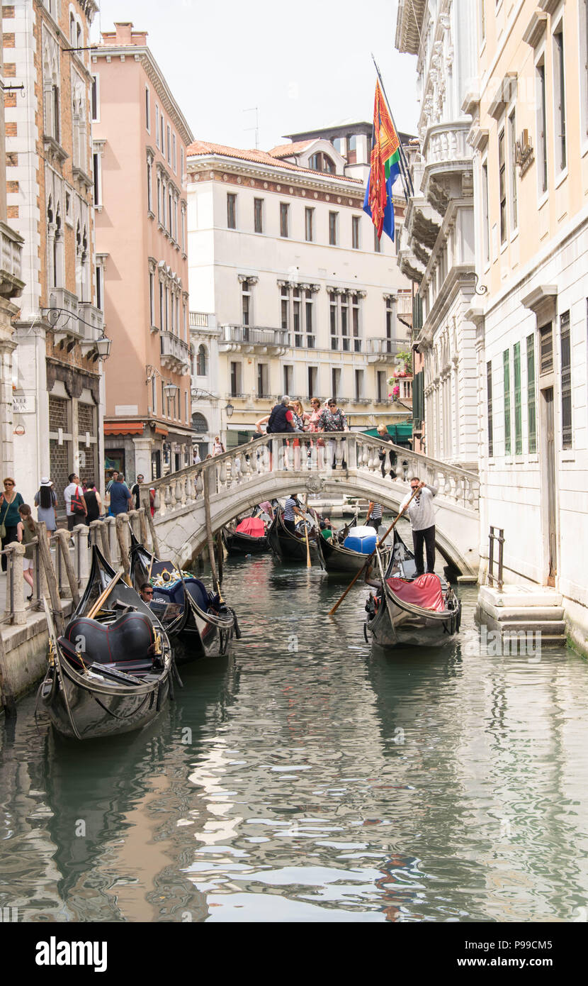 Europe, Italy, Veneto, Venice. Gondolier with tourists going towards Bacino Orseolo in Venice (San Marco). - Stock Image