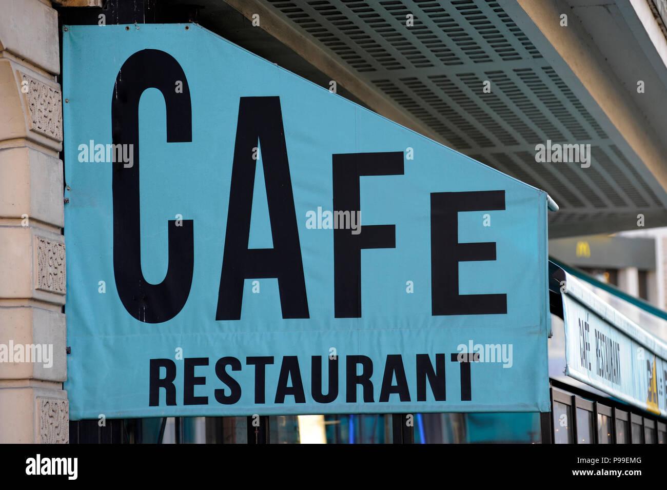 PARIS FRANCE - CAFE RESTAURANT SIGN - PARIS CAFE - PARIS RESTAURANT - FRENCH FOOD - RESTAURANT AND CAFE FRANCE © Frédéric BEAUMONT - Stock Image