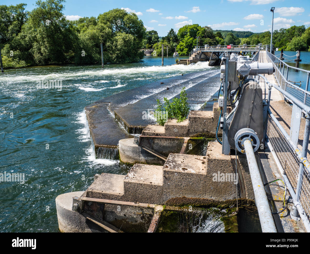 Flood Control, Hambleden Lock and Weir, River Thames, Berkshire, England, UK, GB. Stock Photo
