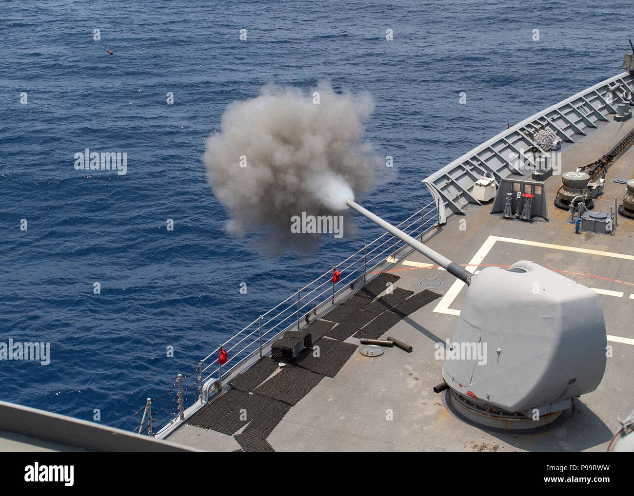180715-N-YR245-0228 PACIFIC OCEAN (July 15, 2018) The guided-missile cruiser USS Lake Champlain (CG 57) fires one of its Mark 45 5-inch guns during a live-fire exercise during Rim of the Pacific (RIMPAC) exercise, July 15. Twenty-five nations, 46 ships and 5 submarines, and about 200 aircraft and 25,000 personnel are participating RIMPAC from June 27 to Aug. 2 in and around the Hawaiian Islands and Southern California. The world's largest international maritime exercise, RIMPAC provides a unique training opportunity while fostering and sustaining cooperative relationships among participants cr Stock Photo