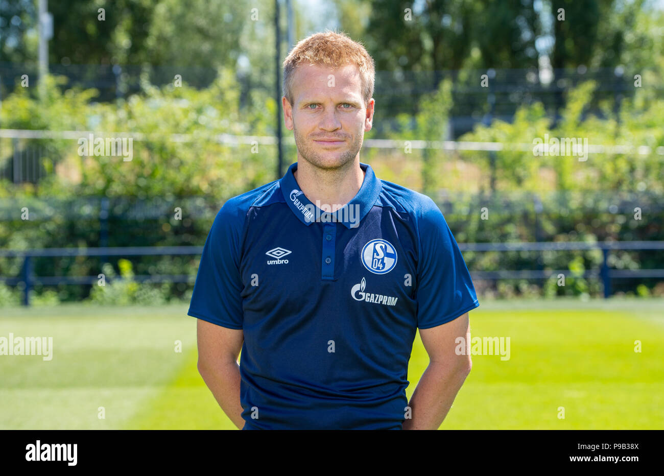 Gelsenkirchen, Germany. 16th July, 2018. 16.07.2018, Nordrhein-Westfalen, Gelsenkirchen: 1. Fußball Bundesliga, Saison 2018/2019, Offizieller Fototermin mit dem Mannschaftsfoto vom FC Schalke 04. Schalkes Co-Trainer Peter Perchtold Credit: Guido Kirchner/dpa/Alamy Live News - Stock Image