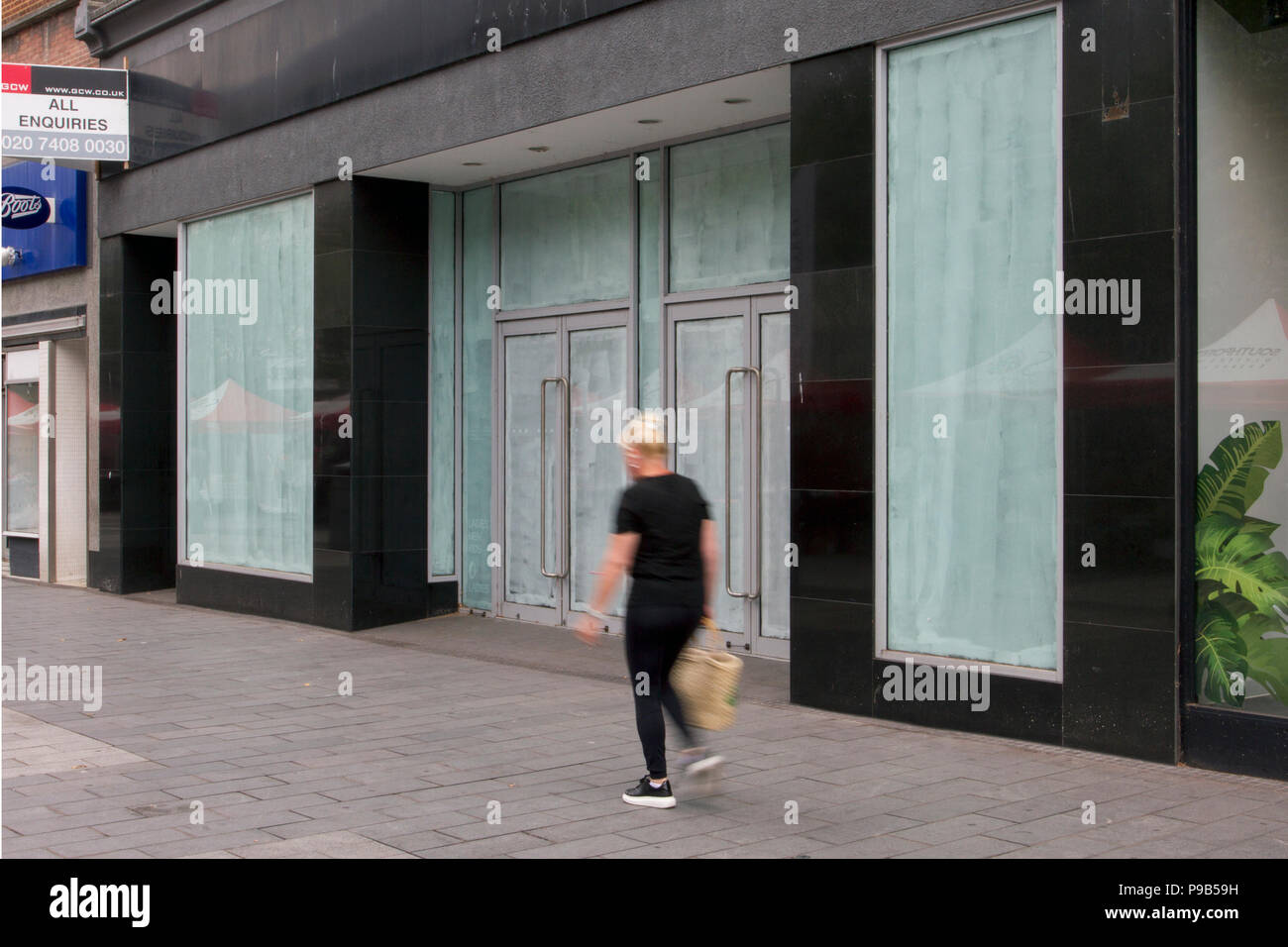 Southport, Merseyside, 17/07/2018. Chapel Street Summer Sales as further high street stores face closure in the seaside town. Market stalls and street traders now seem to dominate the retail landscapes as traditional fashion and discount stores become casualties of high business rates.  Credit: MediaWorldImages/AlamyLiveNews. - Stock Image