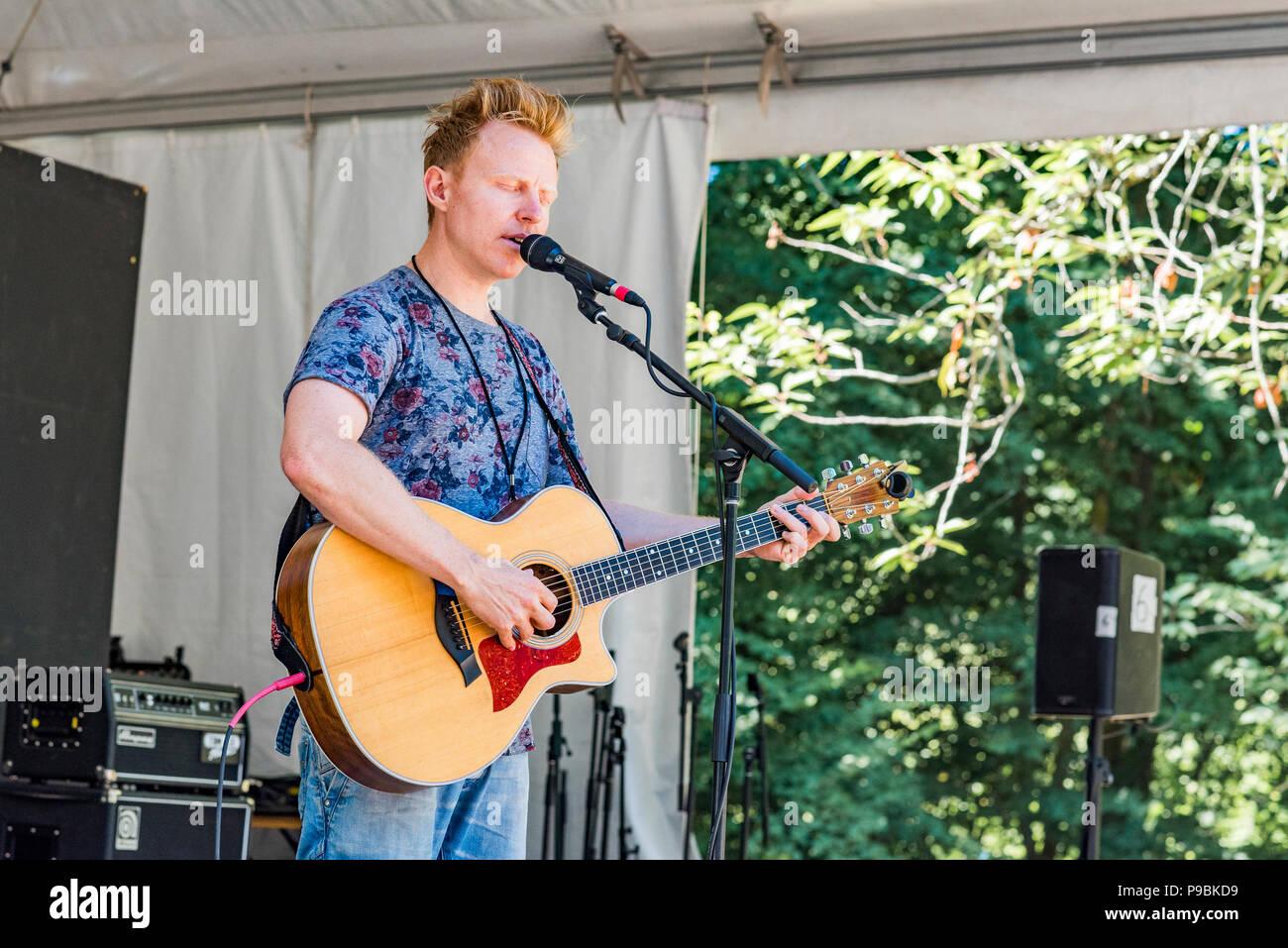 live performance, Martin Kerr, Vancouver Folk Music Festival, Vancouver, British Columbia, Canada. - Stock Image