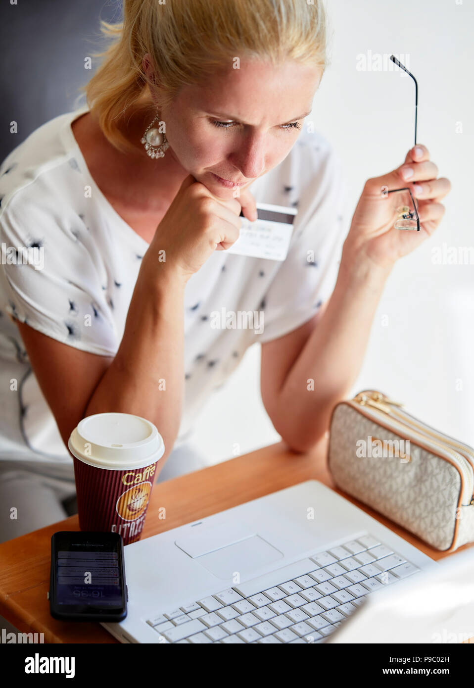 Woman using laptop online - Stock Image