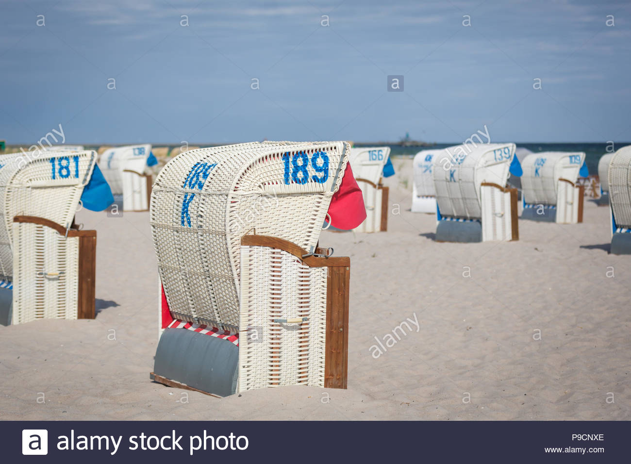 Juli 2018, Strandkörbe am Strand des Ostseeheilbades Grömitz in Schleswig-Holstein. - Stock Image
