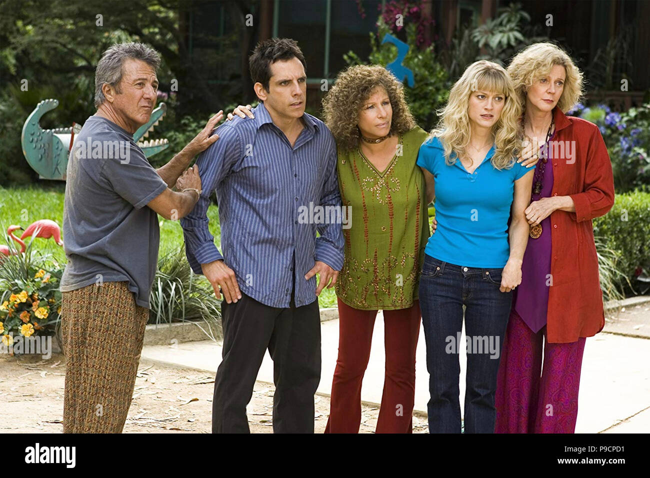MEET THE FOCKERS  2004 Universal Pictures film with from left:  Dustin Hoffman, Ben Stiller, Barbra Streisand, Teri Polo,  Blythe Danner Stock Photo