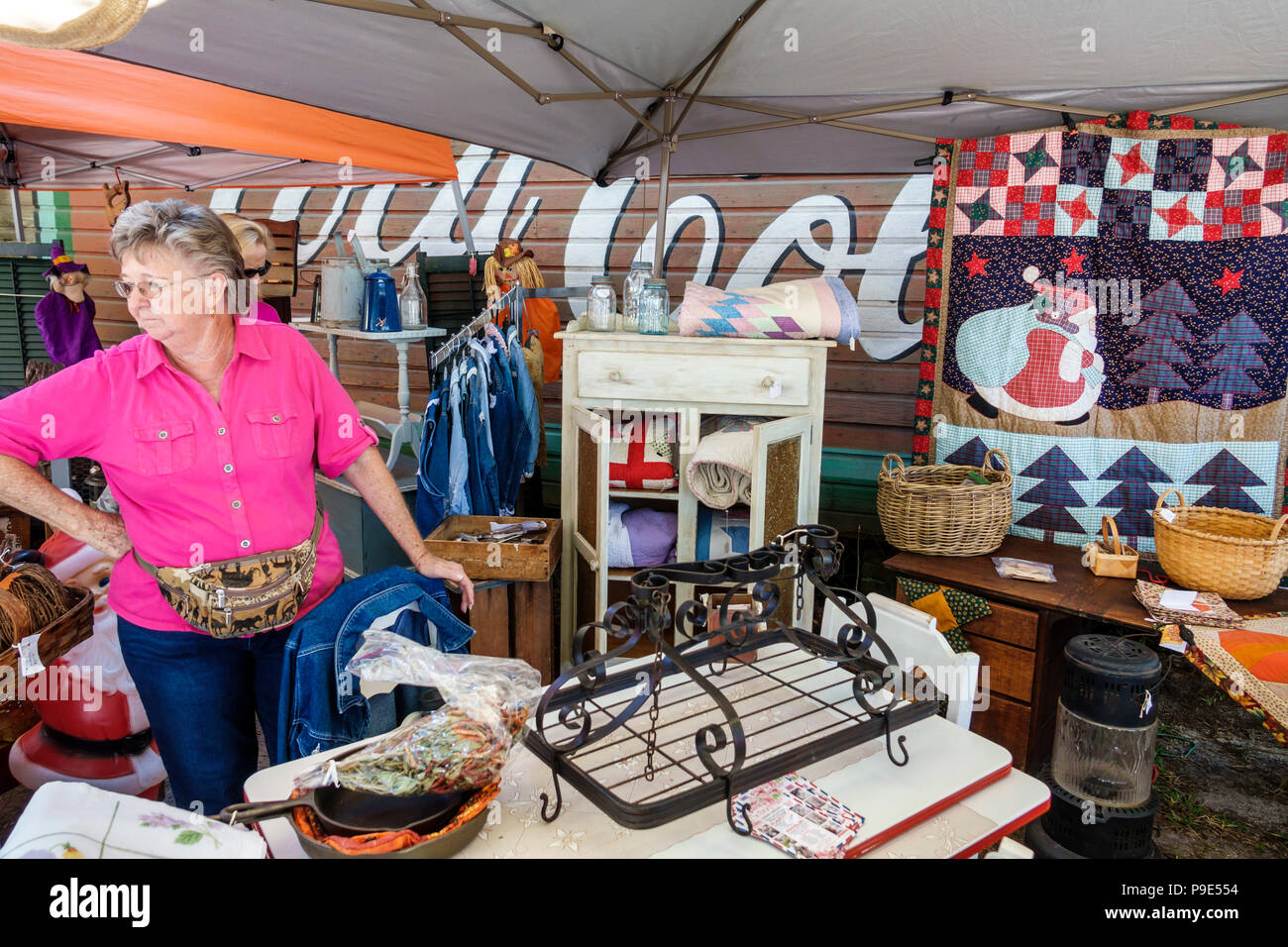 Florida Micanopy Fall Harvest Festival annual small town community event booths stalls vendors buying selling vintage antiques store home decor woman - Stock Image