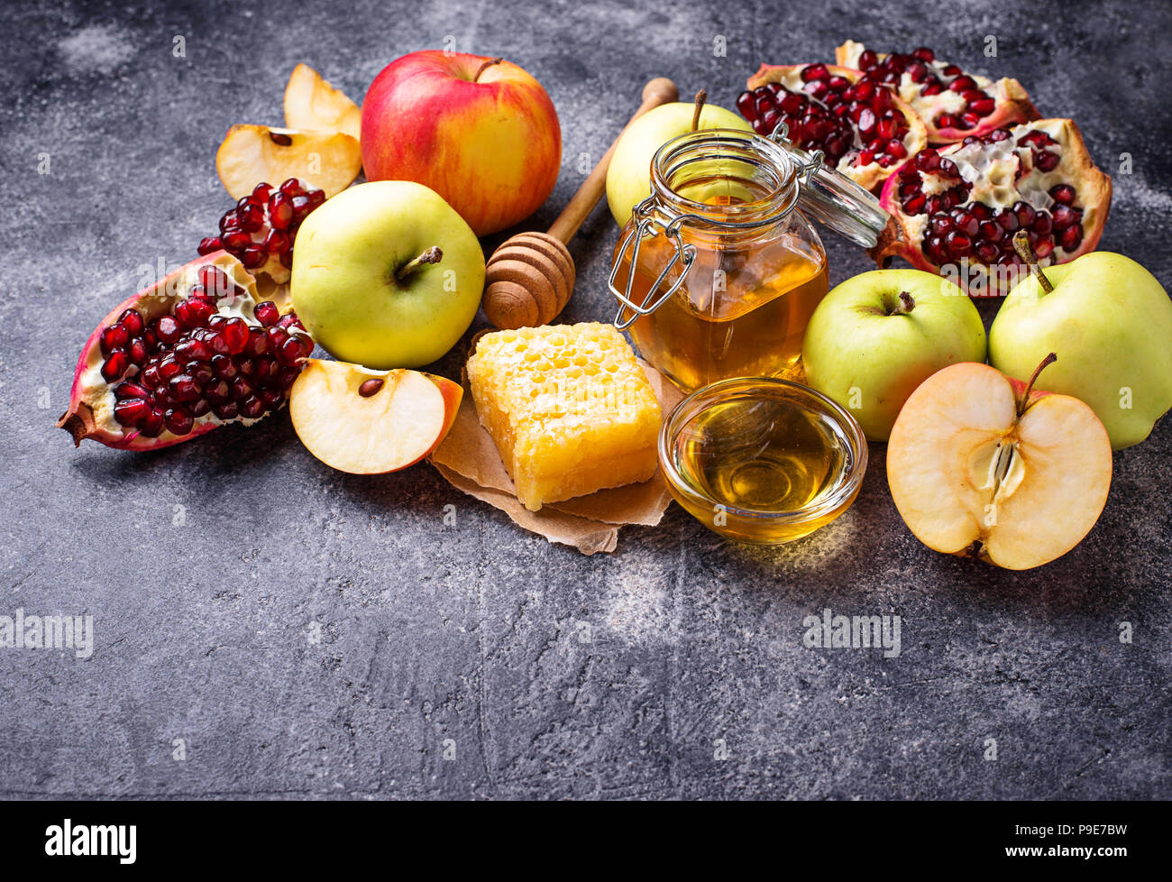 Honey, apple and pomegranate for Rosh Hashana - Stock Image