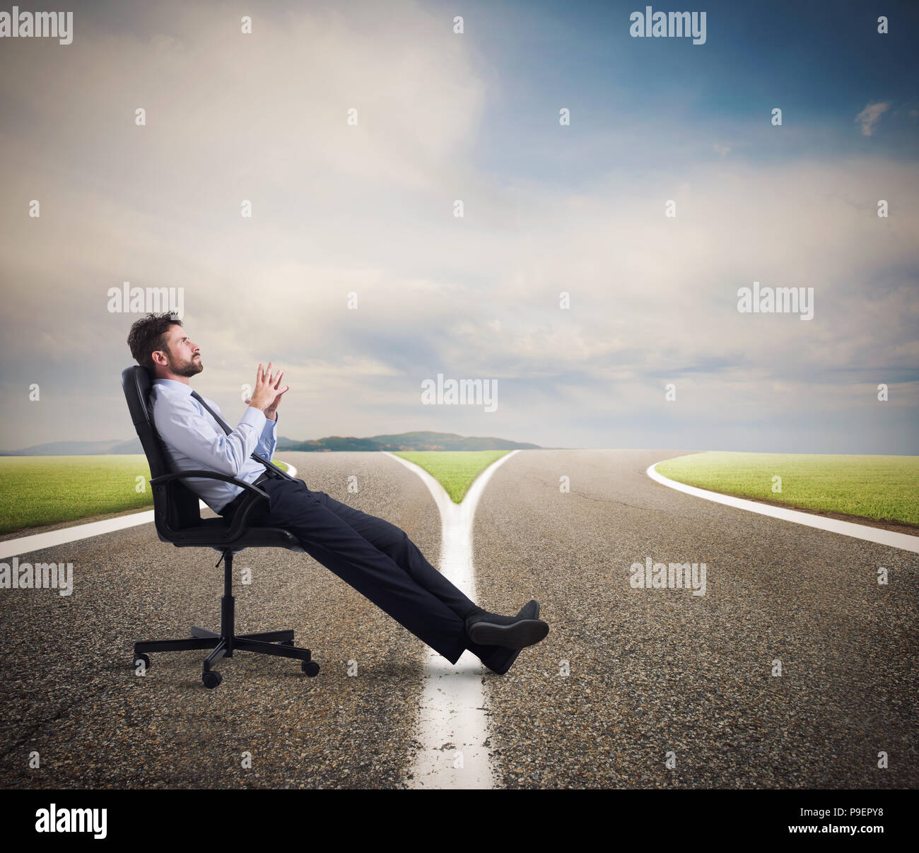 Difficult choices of a businessman at a crossroads. concept of confusion - Stock Image