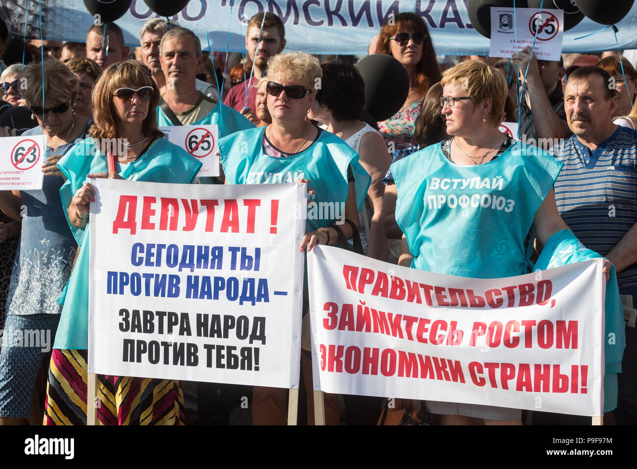 Omsk, Russia. 18th July, 2018. OMSK, RUSSIA - JULY 18, 2018: People take part in an Omsk rally against a Russian government proposal to raise the retirement age from 60 to 65 for men, and from 55 to 63 for women withing the next two decades. Dmitry Feoktistov/TASS Credit: ITAR-TASS News Agency/Alamy Live News - Stock Image