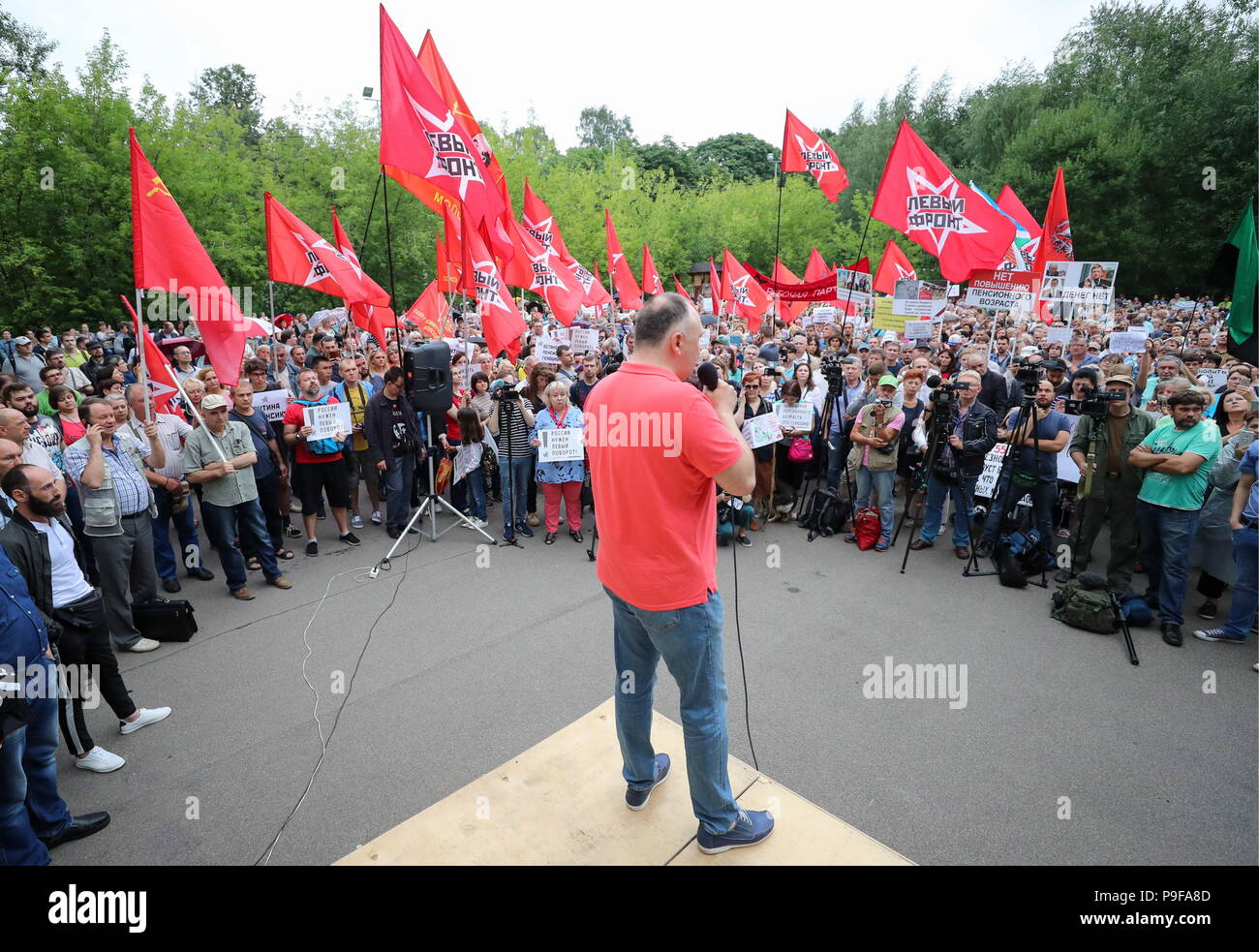 Moscow, Russia. 18th July, 2018. MOSCOW, RUSSIA - JULY 18, 2018: People take part in Moscow's Sokolniki Hyde Park rally against a Russian government proposal to raise the retirement age from 60 to 65 for men, and from 55 to 63 for women withing the next two decades. Sergei Savostyanov/TASS Credit: ITAR-TASS News Agency/Alamy Live News - Stock Image
