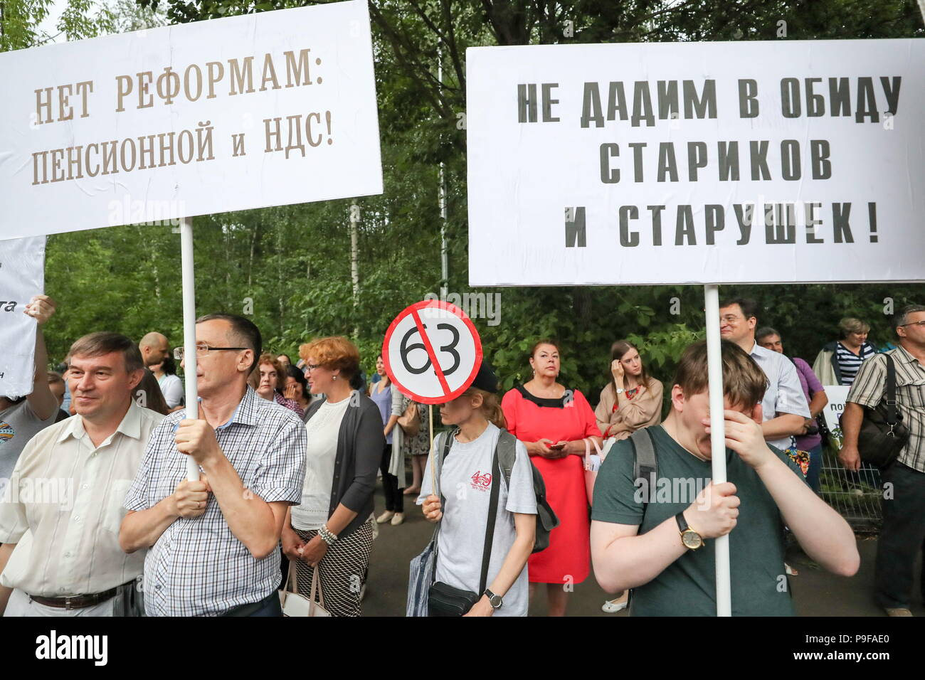 Moscow, Russia. 18th July, 2018. MOSCOW, RUSSIA - JULY 18, 2018: People take part in Moscow's Sokolniki Hyde Park rally against a Russian government proposal to raise the retirement age from 60 to 65 for men, and from 55 to 63 for women within the next two decades. Sergei Savostyanov/TASS Credit: ITAR-TASS News Agency/Alamy Live News - Stock Image