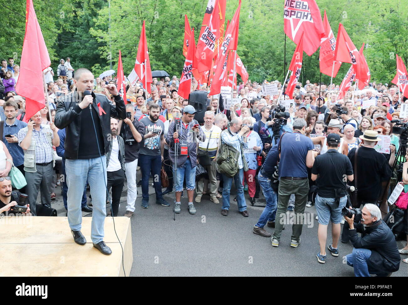 Moscow, Russia. 18th July, 2018. MOSCOW, RUSSIA - JULY 18, 2018: Left Front coordinator Sergei Udaltsov (L) addresses Moscow's Sokolniki Hyde Park rally against a Russian government proposal to raise the retirement age from 60 to 65 for men, and from 55 to 63 for women within the next two decades. Sergei Savostyanov/TASS Credit: ITAR-TASS News Agency/Alamy Live News - Stock Image