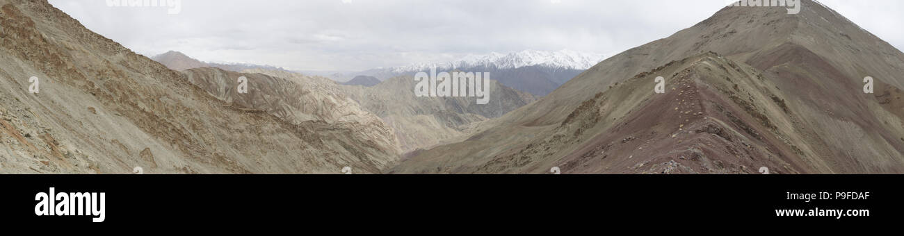 Dry mountain rang landscapes of the Indian Himalaya near Leh, Ladak, India. - Stock Image
