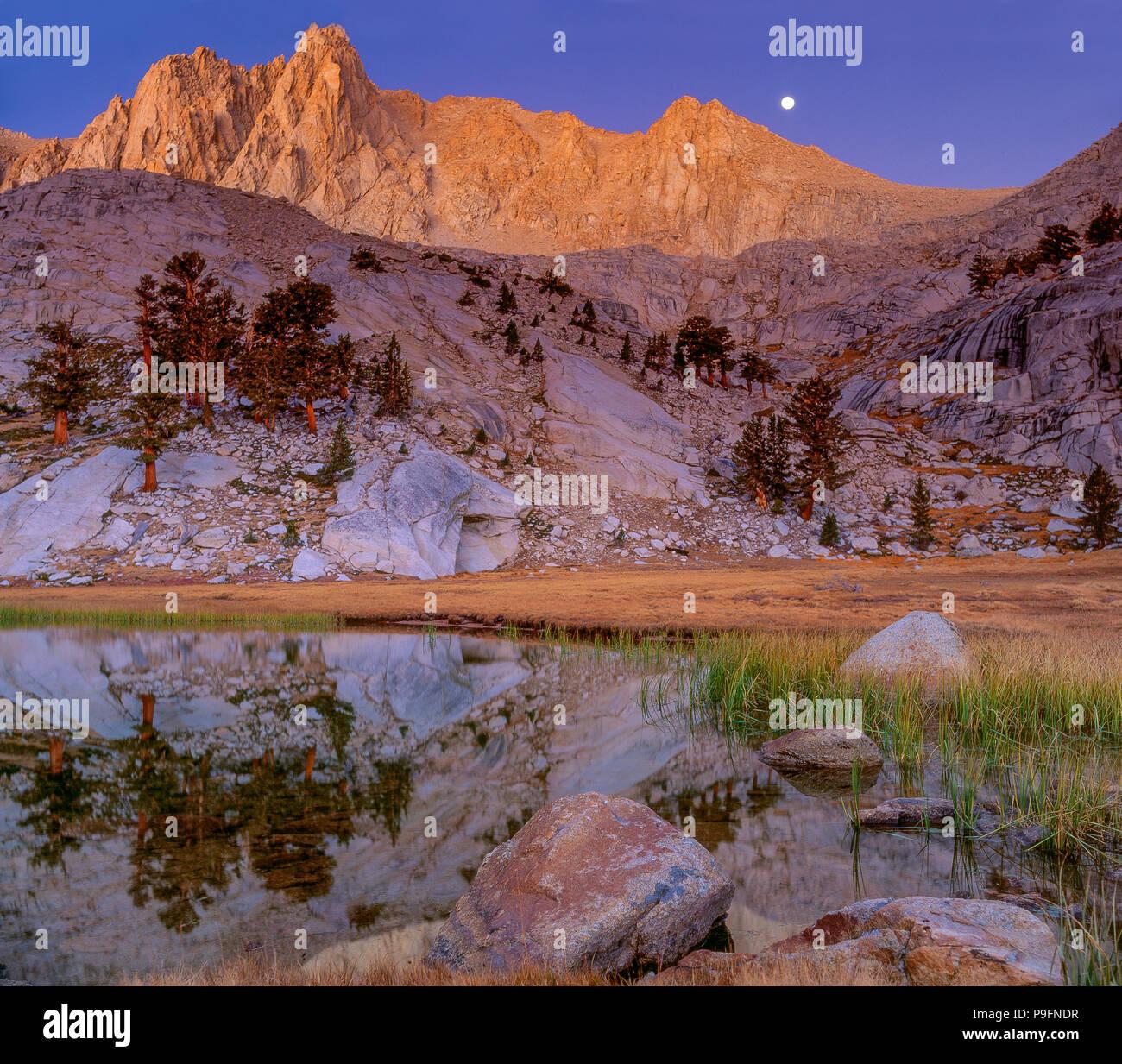 Moonset, Grass Lake, Meysan Trail, Meysan Lake, John Muir Wilderness, Inyo National Forest, Eastern Sierra, California - Stock Image